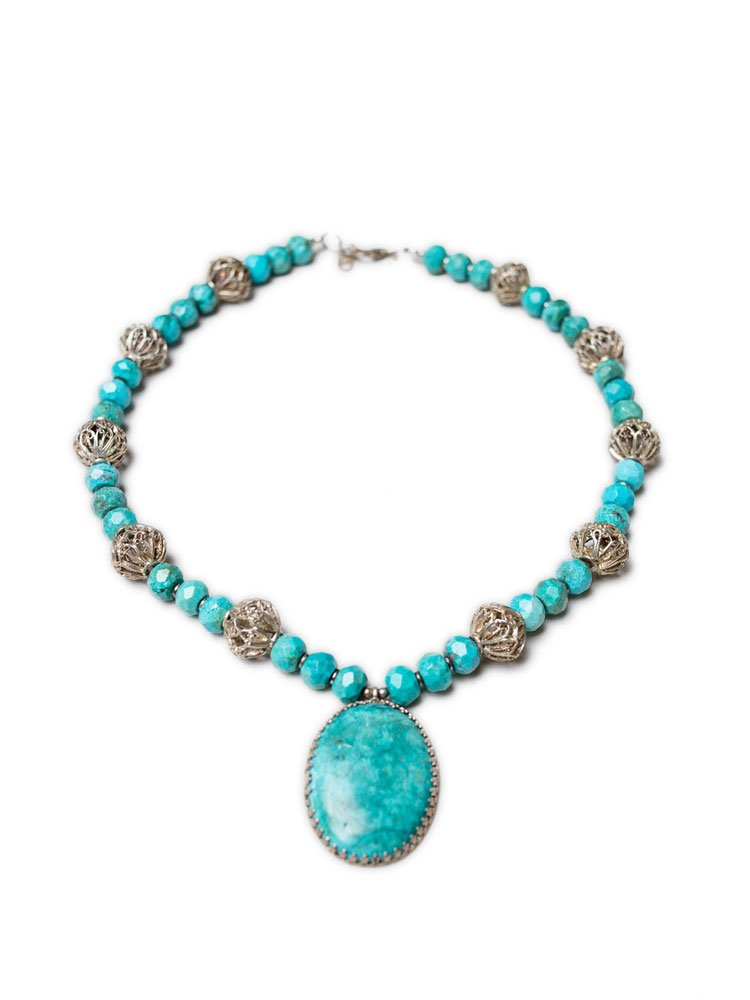 necklace_with_turquoise